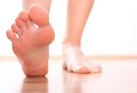 немеет большой палец на правой ноге причина