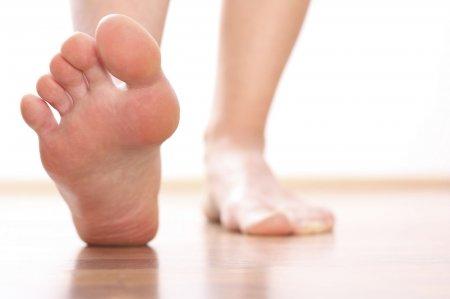 Почему болят грабки получи ногах?