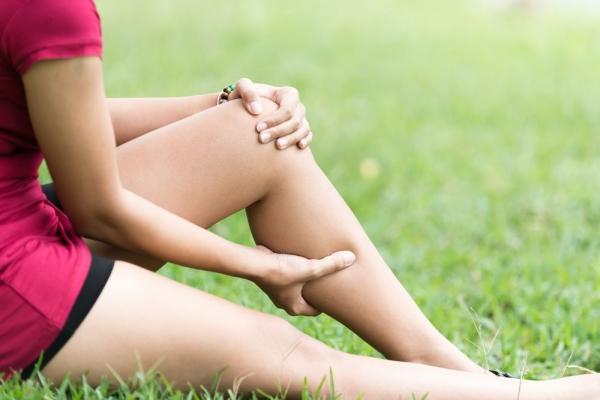 Причны, почему тянет ногу под коленом сзади